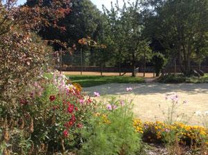 Jardin fleurs les chenes rouges300
